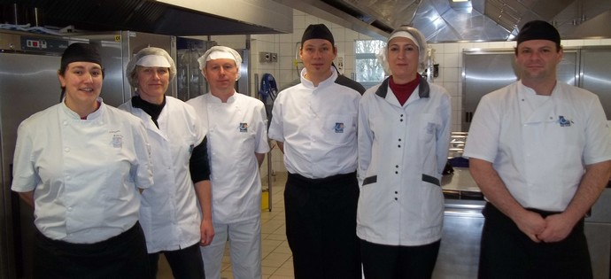 Coll ge romain rolland pontivy l 39 quipe de cuisine for Cuisine tout equipe